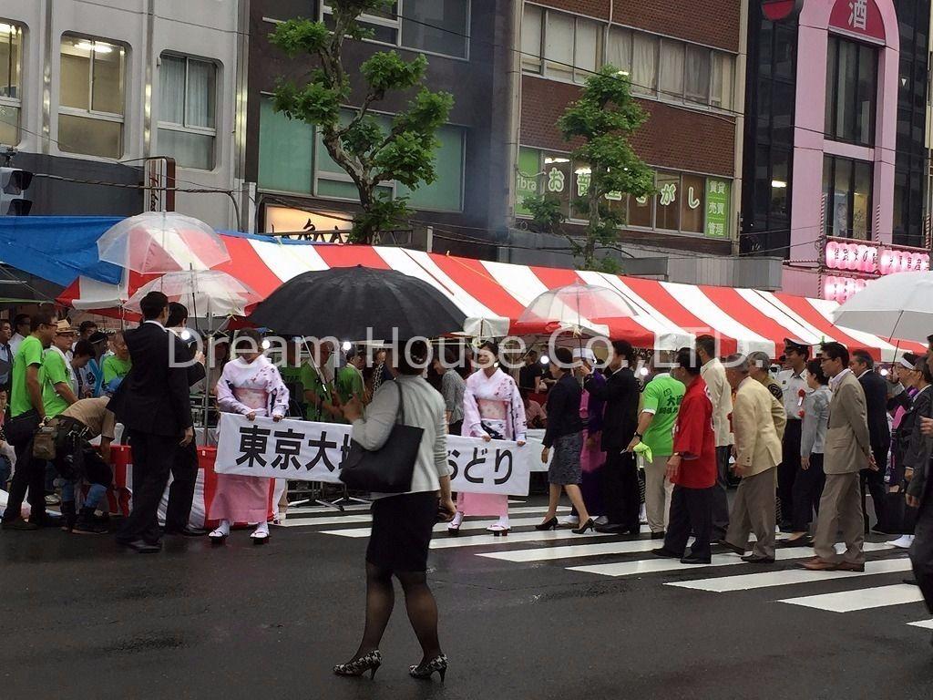 東京大塚阿波踊りがJR大塚駅で行われました。