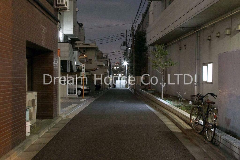 文京区春日2丁目の有田邸貸家。夜の雰囲気