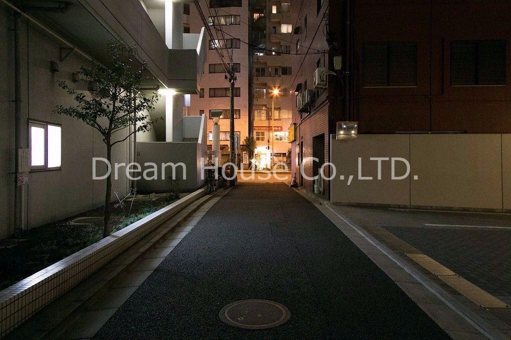学芸大学竹早小学校近くの有田邸2LDK貸家。春日通りから32メートルです夜道を歩く心配はありません。