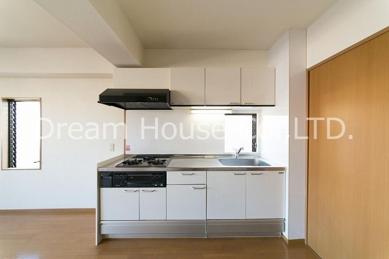 白山井口ビル501(文京区白山の1LDKマンション)。料理好きも満足できる設備を誇るシステムキッチンです。