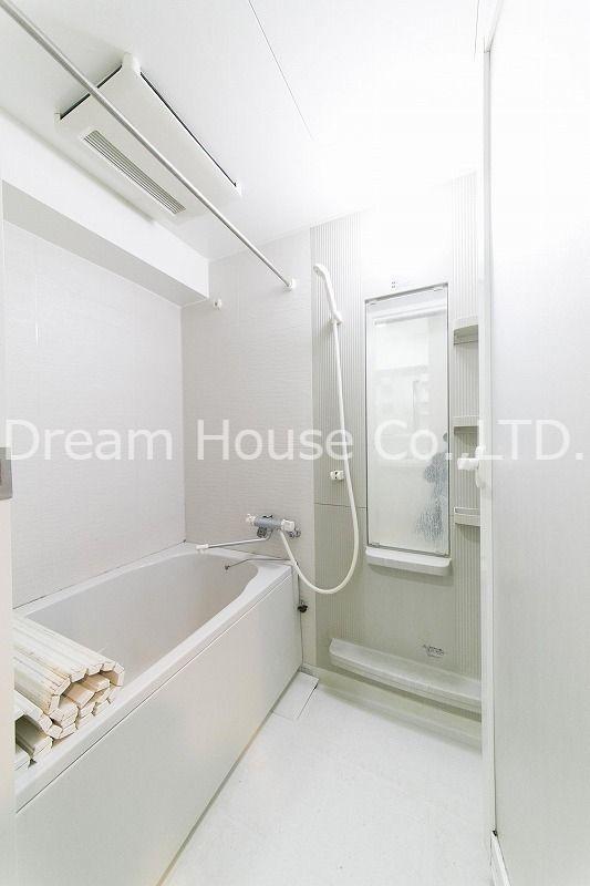 都営三田線「白山駅」の1LDK賃貸マンション【白山井口ビル】浴室乾燥機付で雨の日でも洗濯物を干すことができます。