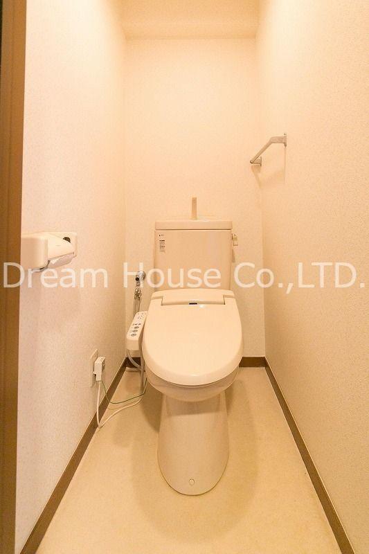 白山井口ビル501号室のウォシュレット付きトイレ