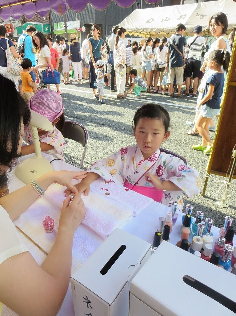 文京区の白山で開催される「白山まつり」ではネイルアートもやっています。文京区の縁日
