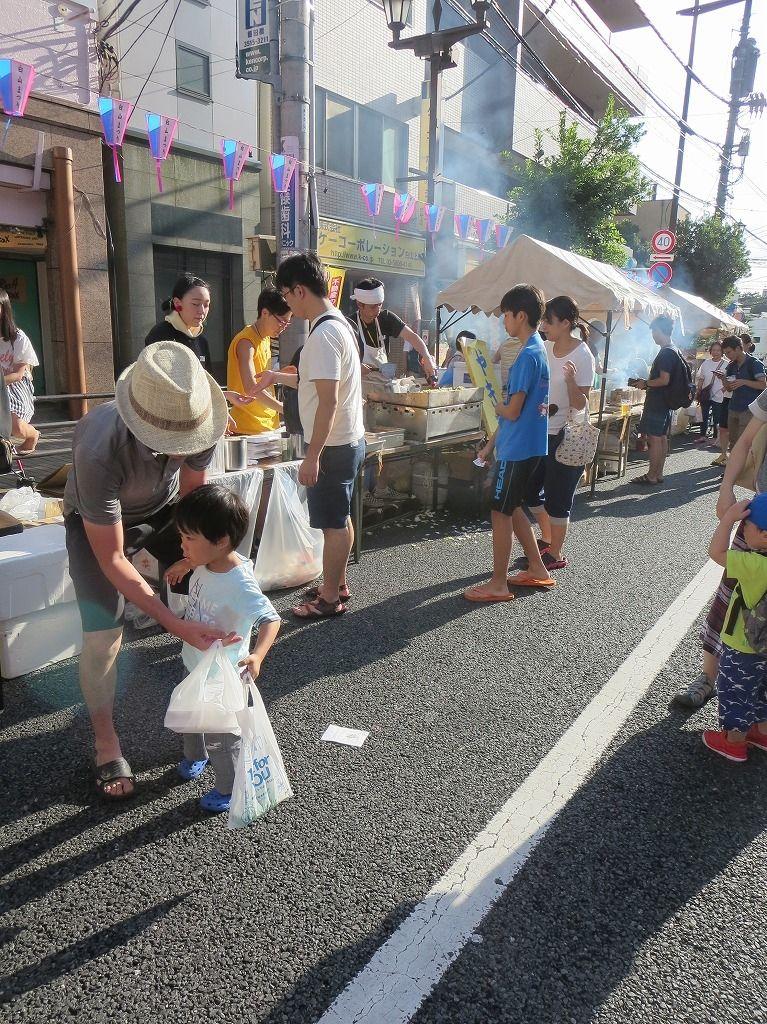 文京区向丘で開催される白山祭り。東洋大の学生さんもお祭りのお手伝いしています。