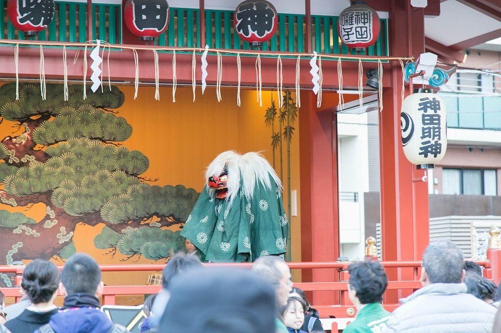 神田明神で獅子舞が待っていました。誠之小学校のドリームハウス