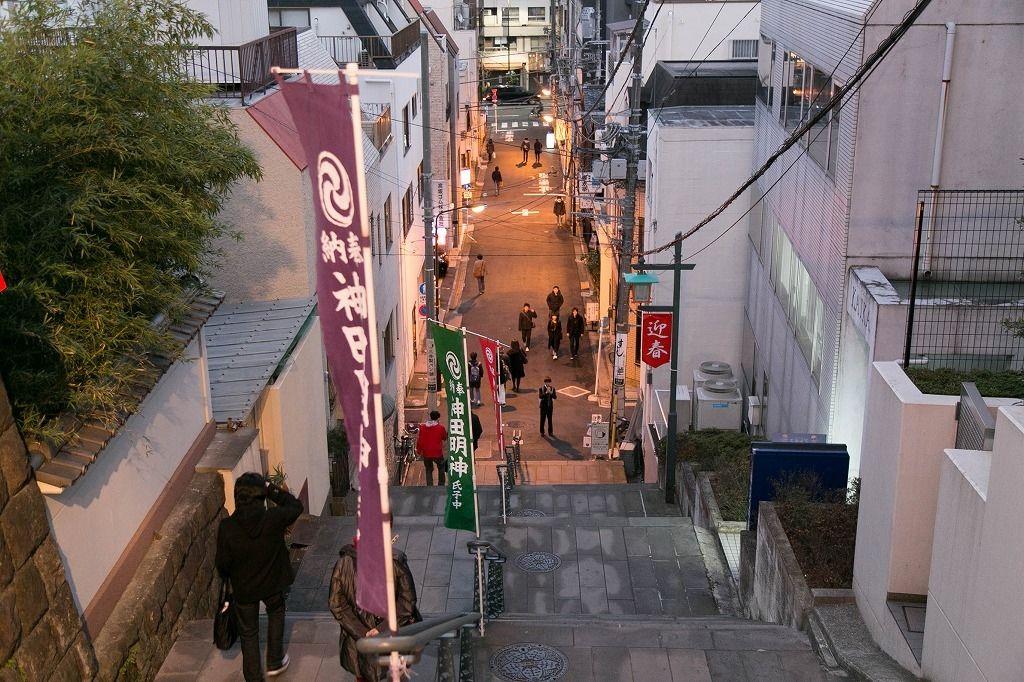 帰りは神田明神東側の「男坂」から秋葉原まで散歩寄り道してみました。
