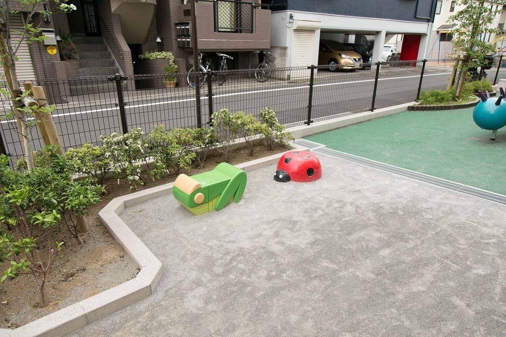 本郷5丁目公園(台町児童遊園)設置型の幼児向けの昆虫遊具