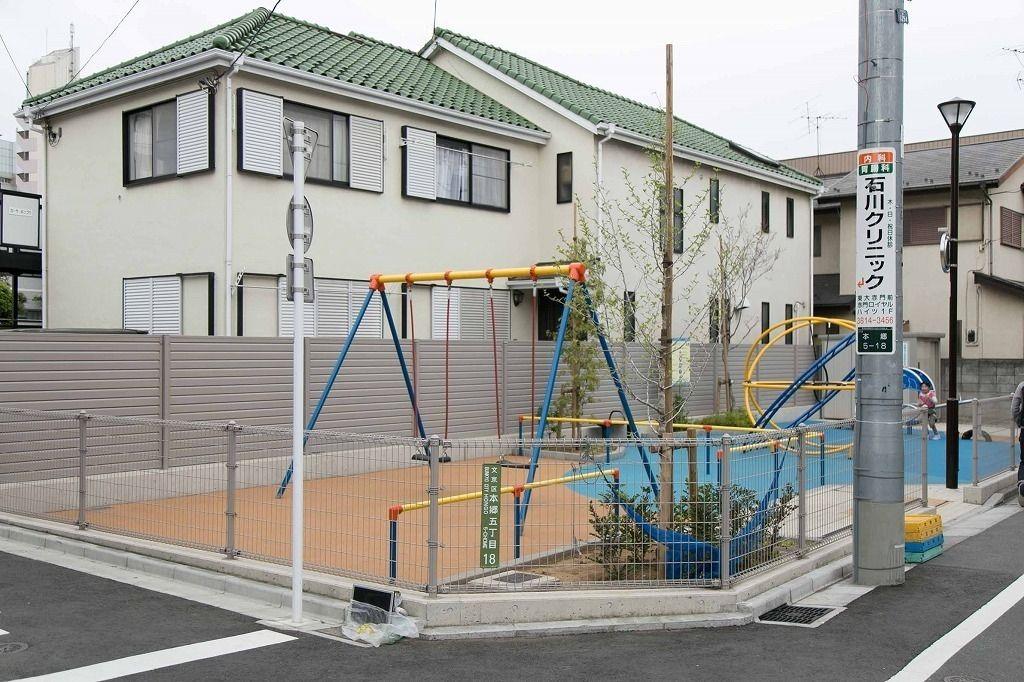 文京区本郷5丁目の住宅街に台町児童遊園があります。遊具は全て新設の新しいものまばかり。第一と第二で対象年齢を分けている幹事がします。