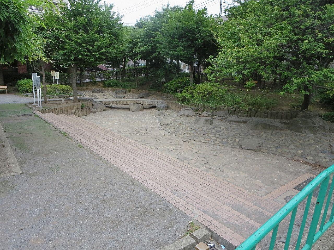 文京区本駒込の水遊び場として人気のじゃぶじゃぶ池が夏の間開放されます。