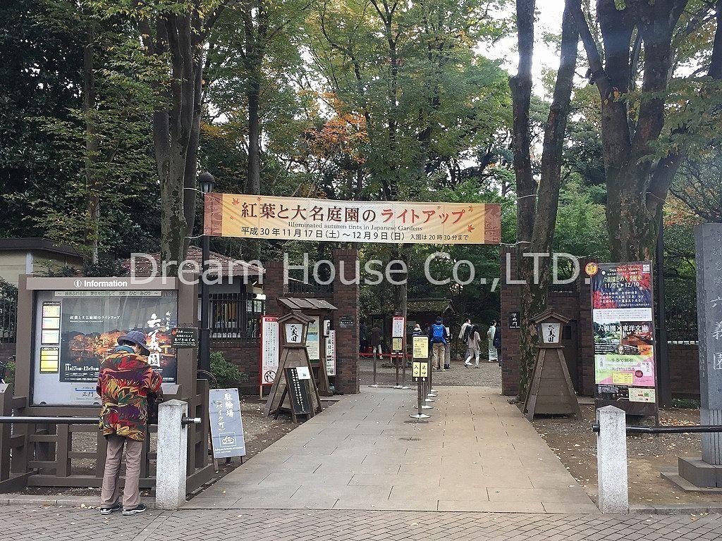 都内名勝六義園。12月9日まで紅葉と大名庭園のライトアップが行われています。
