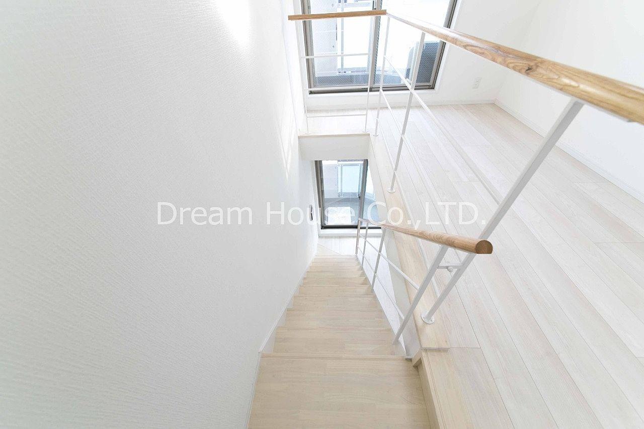 高級感漂うアマビーレ文京向丘402メゾネットタイプの2DKマンション。