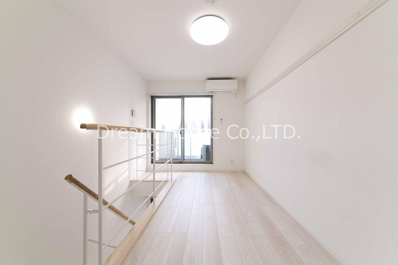 室内は高級マンションにふさわしい内装のアマビーレ文京向丘402メゾネット部分