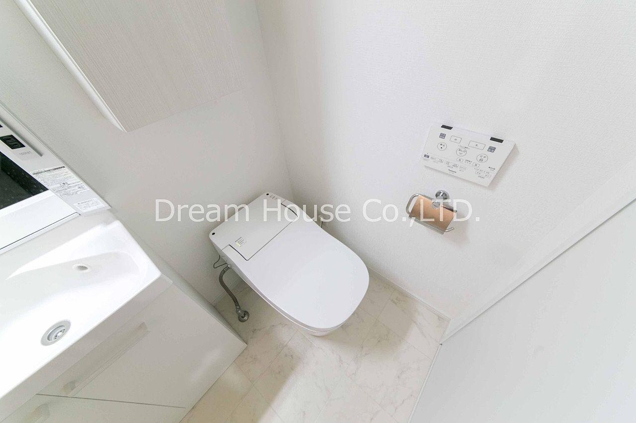 アマビーレ文京向丘402のタンクレストイレは自動洗浄機能付きトイレでお掃除らくらく