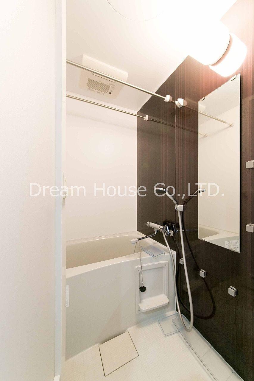 高級感のあるアマビーレ文京向丘402。浴室乾燥暖房機付きのお風呂