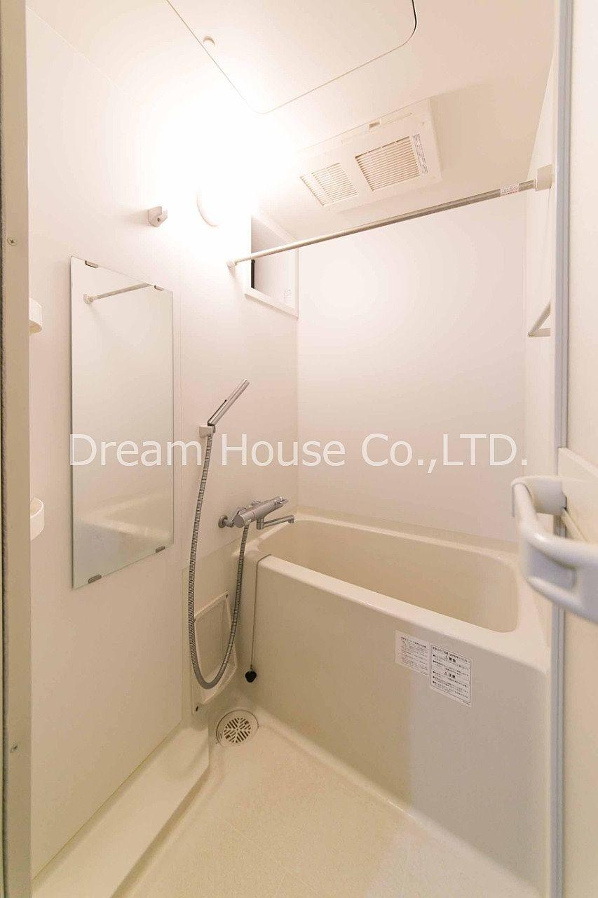 千石駅3分と駅近の賃貸物件。家賃85,000円で洗面所独立、室内洗濯機、浴室乾燥暖房機能付き、ウォシュレット付きトイレと設備充実しています。