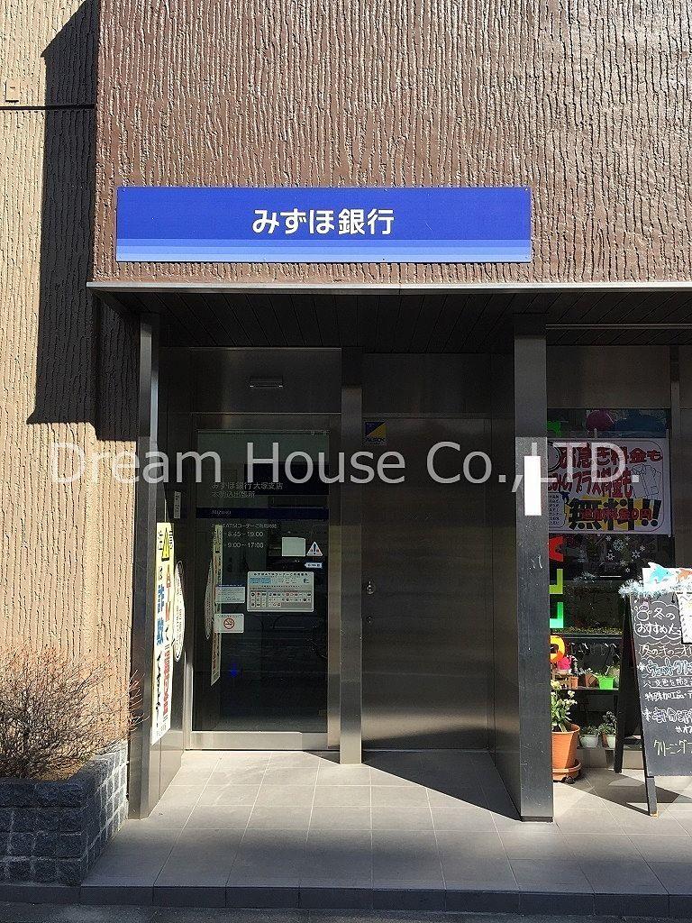 文京区立昭和小学校前にみずほ銀行本駒込出張所のATMが設置されています。