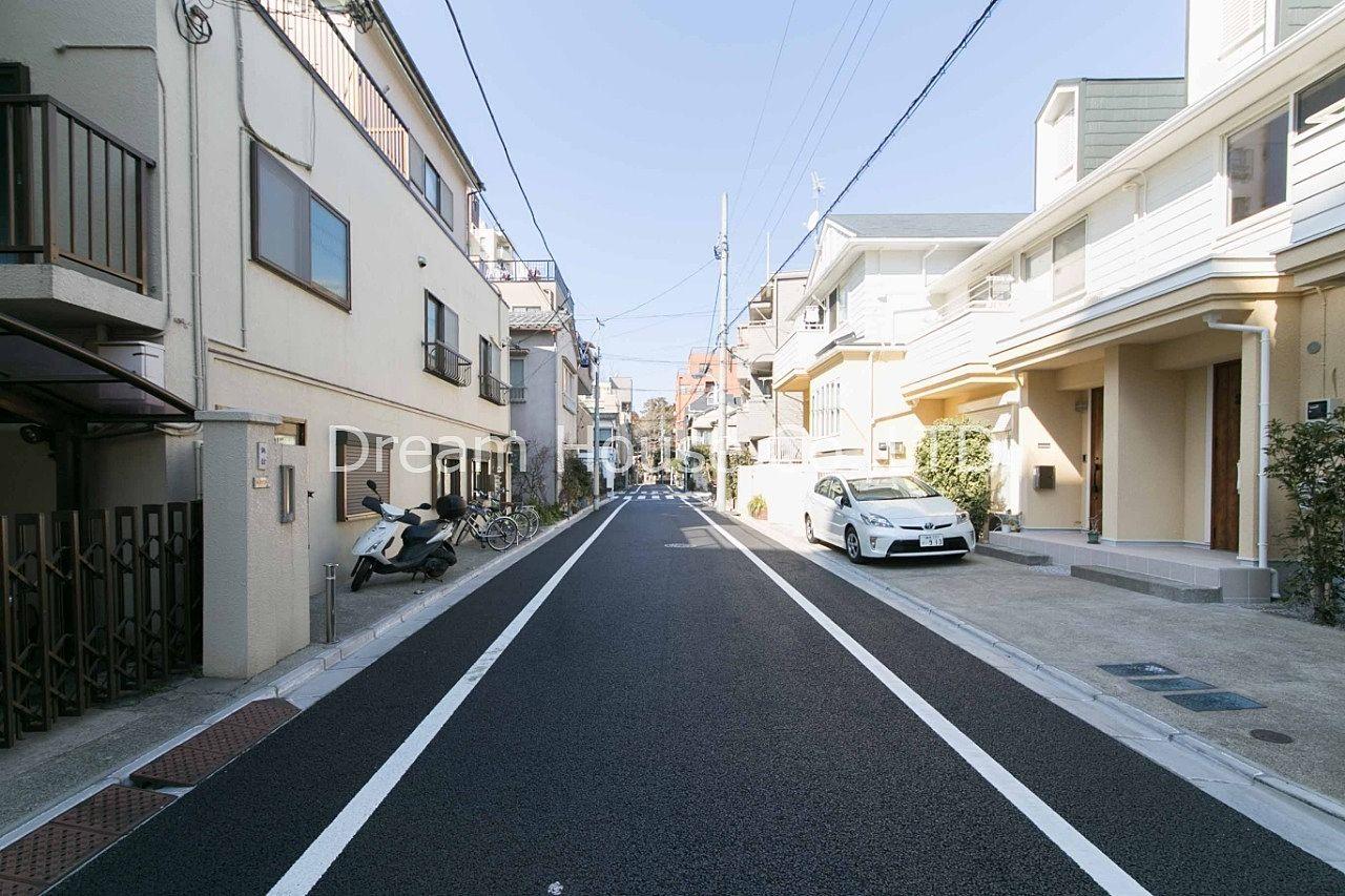 碁盤の目の様に区画された文京区本駒込3丁目は高台の住宅街で地盤も良く人気のエリアです。