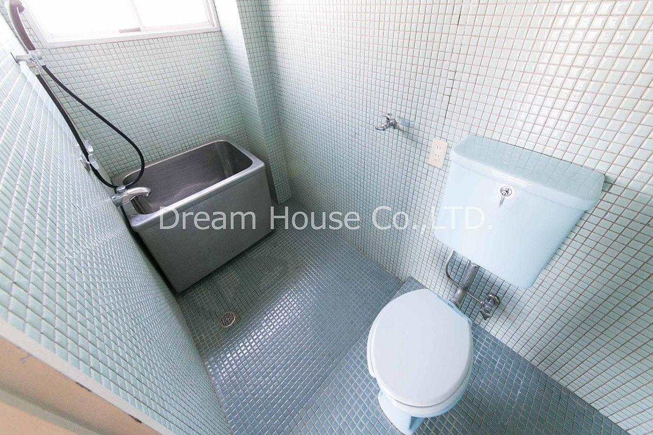 浴室に窓が取り付けられた千石メーゾン。千石メーゾン403号室。家賃81,000円。文京区千石エリア8万2dkは格安な物件です。