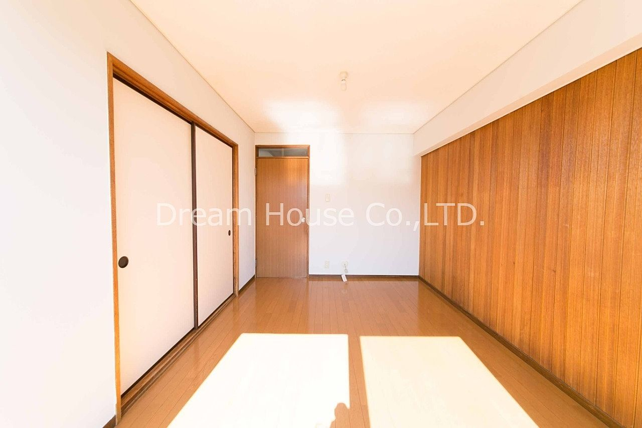 築年数49年でも地震に強い鉄筋コンクリート。文京区千石エリアで2dk。室内洗濯機置き場ありで8万円はかなり安い物件です。共用部も綺麗です。