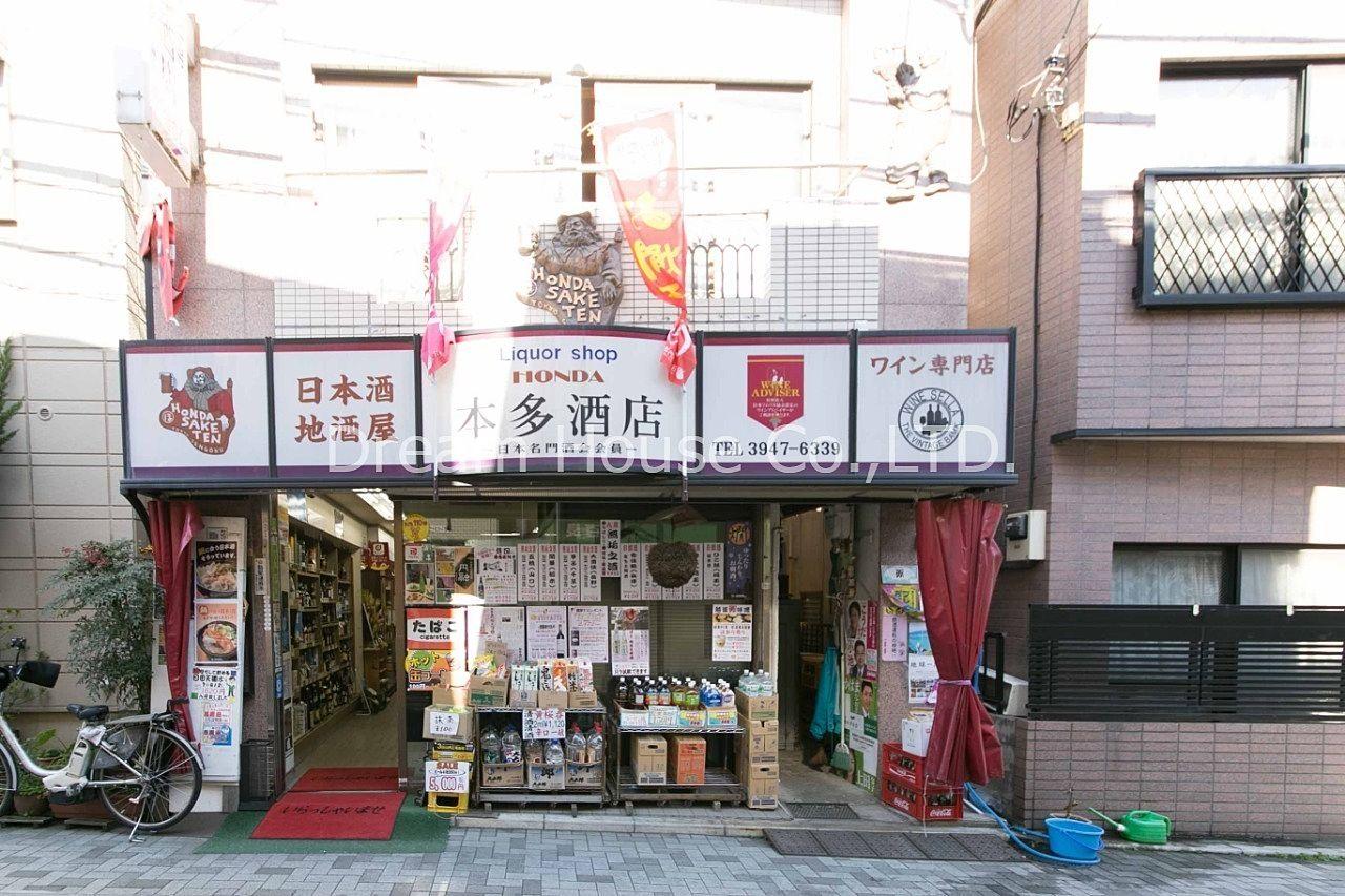 夜9時まで日本酒から洋酒まで幅広い品種を取り扱っています。千石本町通り商店街