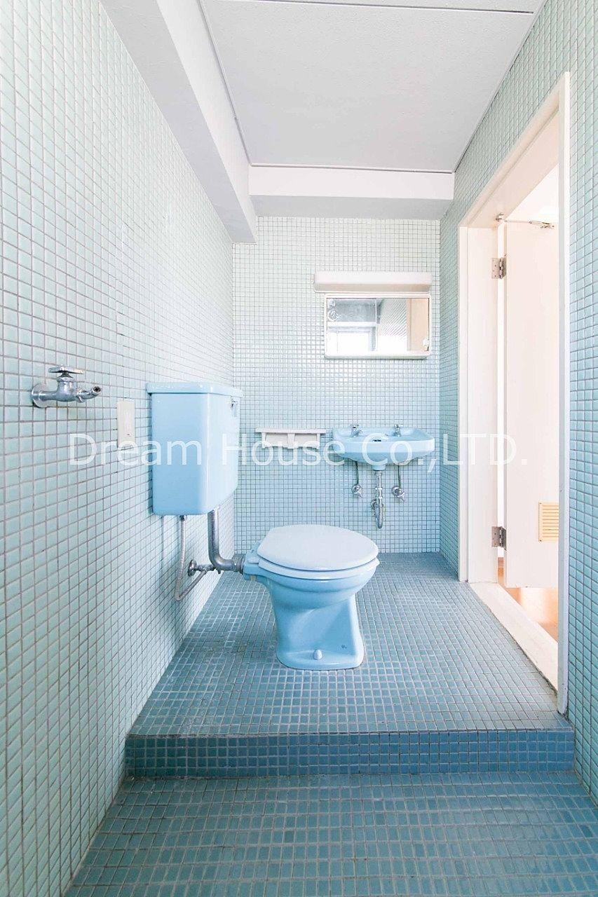 千石メーゾンの浴室はゆったりした作りの在来式浴室です。文京区千石エリア8万2dkは格安な物件です。